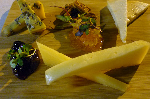 terrace-on-peachtree-ellis-hotel-176-peachtree-street-nw-atlanta-ga-cheese-plate
