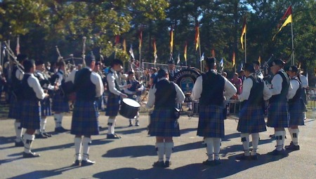 scottish-highland-games-stone-mountain-park-atlanta-ga-charleston-police-pipe-drum-band-resize
