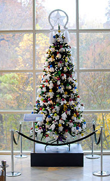 fernbank-museum-of-natural-history-767-clifton-road-atlanta-ga-winter-wonderland-decorated-tree