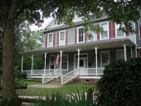 #305 – Escape to Red Oak Manor, a Quaint B&B in Harlem, Georgia – A Hidden Gem with a Little Foodie Secret!