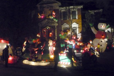 peachtree-dunwoody-winall-down-holiday-display
