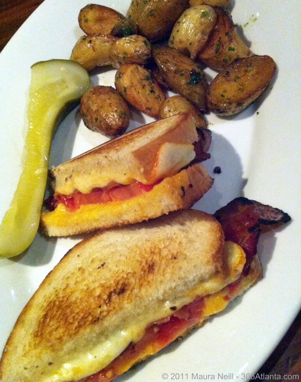 wrecking-bar-brewpub-292-moreland-ave-ne-atlanta-ga-inman-park-grilled-cheese